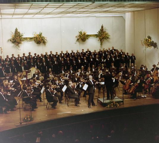 1237_012_912_001 - Optreden mannenkoor La Renaissance in Schouwburg.
