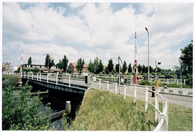 039944 - Draaibrug op de route Prinsenhoeven/Hoevenseweg over de aftakking van het Wilhelminakanaal richting Piushaven.