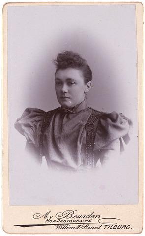 003506 - Antonetta Maria de Beer (1866-1949), dochter van Norbertus de Beer (1831-1915) en Johanna Maria Huberta de Beer-Donders (1840-1909)