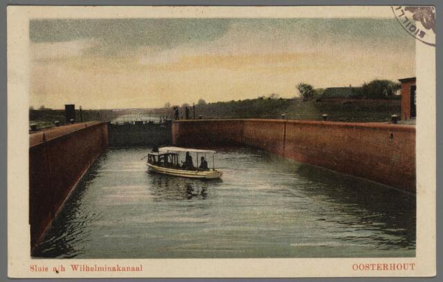 102832 - Wilhelminakanaal.Het graven van het Wilhelminakanaal en het Markkanaal startte in 1909. Een van de kunstwerken in het Wilhelminakanaal was de dubbele sluis die de verbinding vormde tussen de zwaaikom en het vaarstuk Oosterhout-Dongen. Het huis links werd bewoond door de sluiswachter die ook het openen en sluiten van de ophaalbrug voor zijn rekening nam