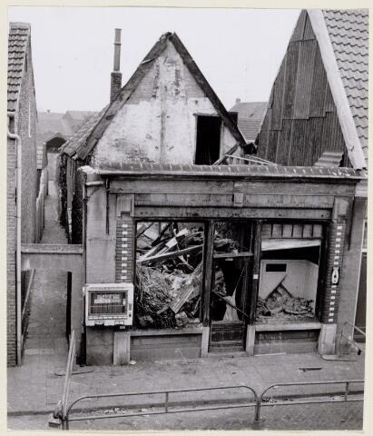 102305 - Afbraak van een winkelpand aan de Rulstraat