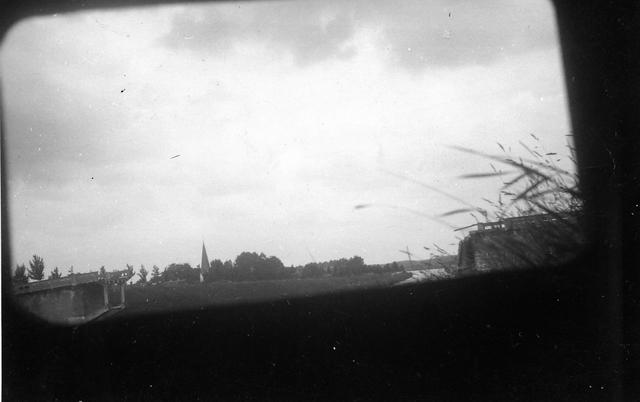 830026 - Tweede Wereldoorlog. Oorlogsjaren. Kazemat bij Maas-Waalkanaal.