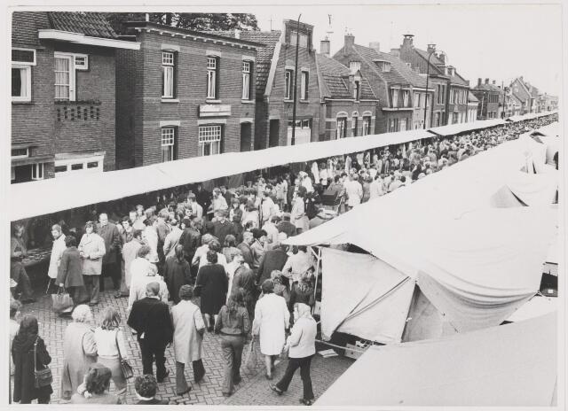 081581 - Jaarmarkt te Rijen op de derde kermisdag.
