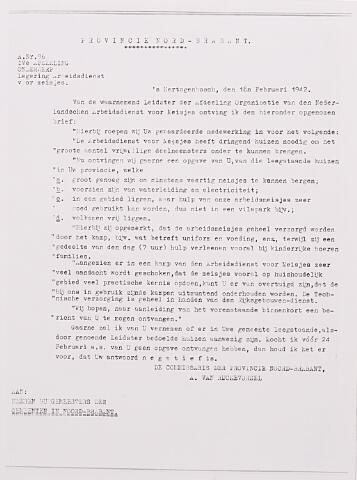 013538 - Tweede Wereldoorlog. Arbeidskamp. Schrijven van de commissaris der provincie Noord-Brabant van 18 februari 1942  aan de burgemeesters in deze provincie om hun medewerking te vragen voor huisvesting van meisjes die bij de Nederlandse Arbeidsdienst zijn ingedeeld
