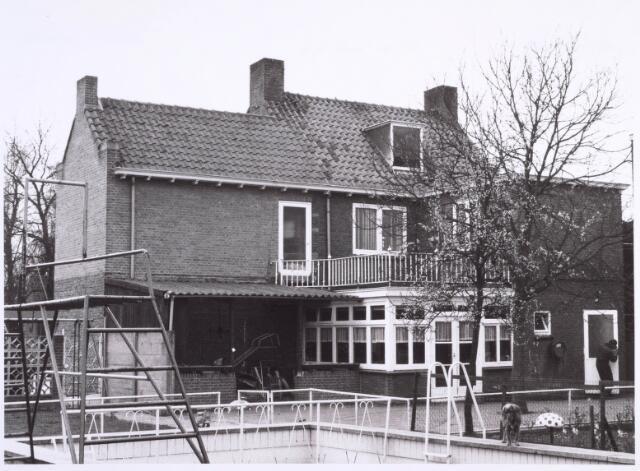 022207 - Textiel. Achterzijde van de woning van Th. van Ierland aan de Hilvarenbeekseweg. Van Ierland was de eigenaar van kunstwolfabriek De Wolkat