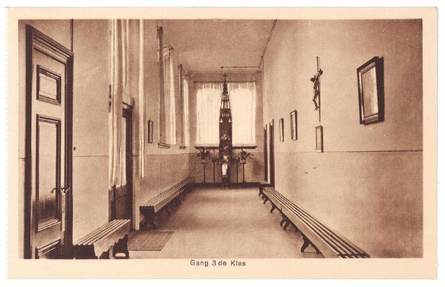 001583 - Gang op de 3e klas afdeling van het St. Josephgesticht aan de Lange Nieuwstraat.