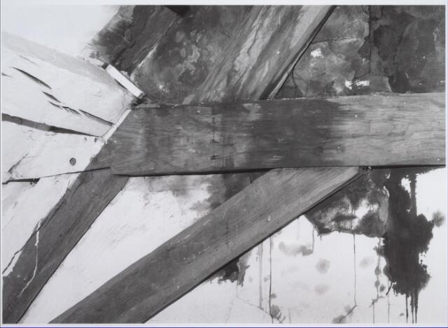 026564 - Balkconstructie in het pand Molenstraat 1 - 3