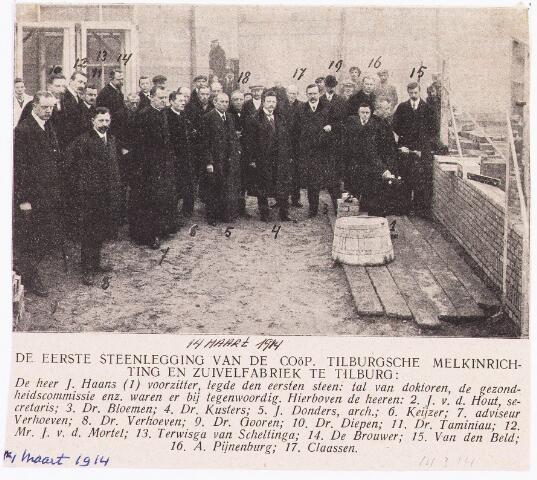 034944 - Zuivelindustrie. De eerste steenlegging van de voormalige melkfabriek van de Coöperatieve Tilburgsche Melkinrichting en Zuivelfabriek (CTM). De heer J. Haans (1), voorzitter legt de eerste steen. Hierbij waren aanwezig: J. van de Hout (2), secretaris, dr. Bloemen (3), dr. Kusters (4), J. Donders, architect (5), dr. Keijzer (6), adviseur Verhoeven (7), dr. Verhoeven (8), dr. Gooren (9), Diepen (10), dr. Tamniniau (11), mr. J. v.d. Mortel (12), Terwisga van Schellang (13), De Brouwer (14), Van de Beld (15), A. Pijnenburg (16), Claassen (17).
