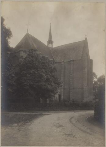 085475 - Dongen. NH Kerk. Kerk vanaf het oosten. Tramlijn in de Kerkstraat.
