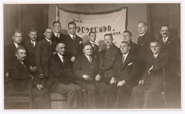 "052366 - Muziekleven. Het Tilburgse dubbel mannenkwartet D.M.K. ""Cresendo' Tilburg opgericht 11 november 1917."