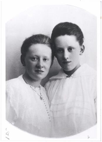 006171 - links Coleta, rechts Antoinette Verschuuren, dochters Verschuuren-van Hoof.