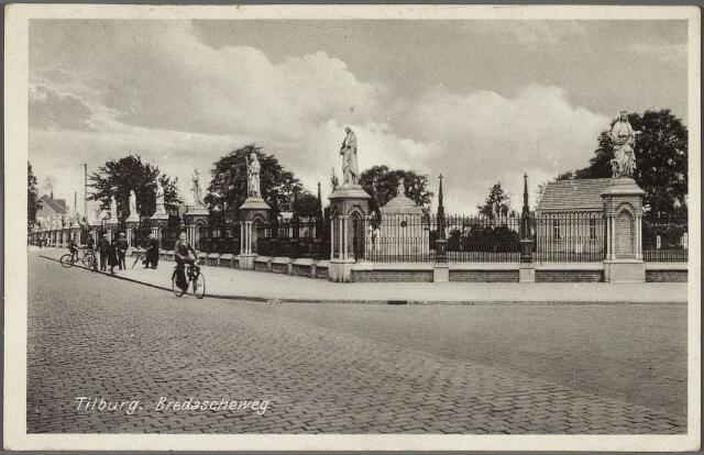 010882 - kerkhof aan de Bredaseweg met beeldengalerij.