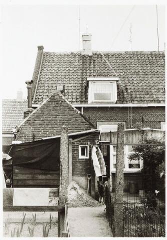 032917 - Tuin en achtergevel van het pand aan de Stevenzandsestraat 130