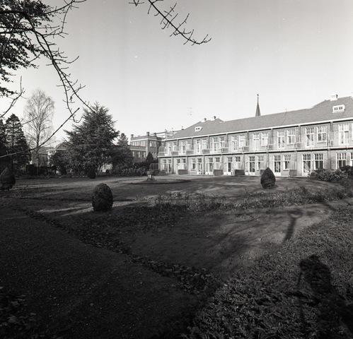 654916 - Tuin van het Elisabeth ziekenhuis met paviljoens.
