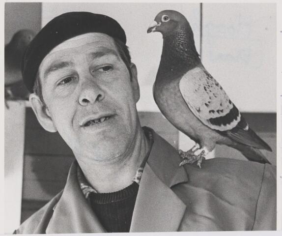 081125 - Frans de Hoogh, duivenmelker uit Rijen
