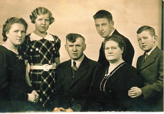 604366 - Tweede Wereldoorlog. Oorlogsslachtoffers.