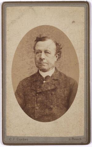 005230 - Arnoldus Antonius (Arnout) MUTSAERS (Tilburg 1827-1895), was textielfabrikant en tevens 23 jaar lang wethouder van Tilburg, van 1872 tot 1895. Hij was een zoon van Bernardus J. Mutsaers en Elisabeth Boex. Trouwde in Steenbergen met Josepha Adriana van Loon (Steenbergen 1832 - Tilburg 1876).