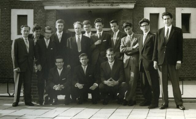 092016 - De eerste geslaagden van de St. PAULUS HBS afd. A waren: A. van Berkel, A. Brekelmans, J. van Gool, M. van Erk, A. van de Hout, L. de Kok, H. Michels, J. van Poppel, L. Prick, J. Roef, F. Scheffers, A. Verhoeven, A. de Vroe en A. de Witte.  Juni 1958.