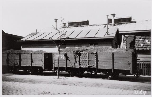 041482 - Openbaar vervoer. Hollandse Buurtspoorwegen. tramstel in de Spoorlaan te Tilburg, juni 1932.