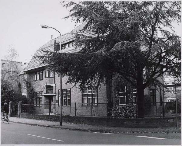 023110 - Pand St. Josephstraat 105, op de hoek met de Professor Dondersstraat (rechts)