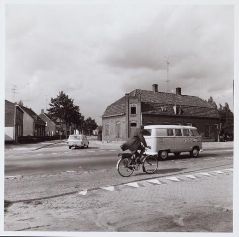 062528 - Woonhuizen aan de Bosscheweg/hoek Kerkstraat van de familie van Riel, thans afgebroken