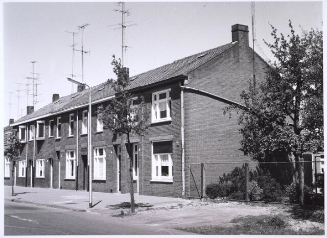 023557 - Rijtjeshuizen aan de Kapitein Nemostraat, voorheen Enschotsestraat