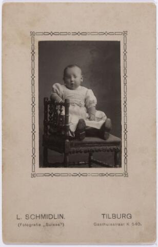 012082 - Joannes Antonius Maria de LEEUW (Tilburg 1912) zoon van herbergier Antonius M.J. de Leeuw en Maria Theresia G. REMMERS. J. de Leeuw werkte bij 13,5 jaar als electricien en magazijnchef bij Gloeilampenfabriek  'Radium' en 22 jaar bij Leerwarenfabriek NOLEFA in Tilburg.