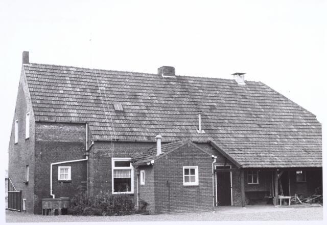 017861 - Achterzijde van een boerderij aan de Dr. Hub. van Doorneweg anno 1971