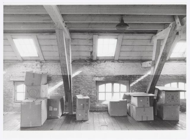037958 - Textiel. Magazijnruimte van wollenstoffenfabriek George Dröge aan de Goirkestraat