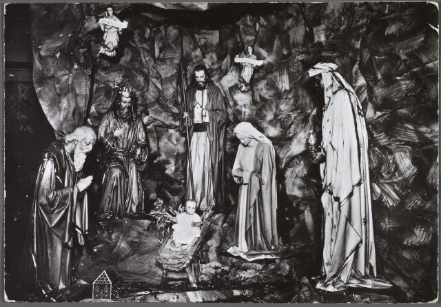 010129 - Kerstgroep in de kapel van de zusters van O.L.V. Visitatie in de Bisschop Zwijsenstraat.