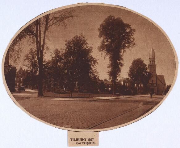 """024492 - Foto uit de Brabantsche Illustratie van 12 oktober 1927 van het Korvelplein. Hierop is duidelijk te zien dat het plein een zogenaamde """"Frankische driehoek"""" was. De kerk rechts was slechts drie jaar tevoren ingewijd"""