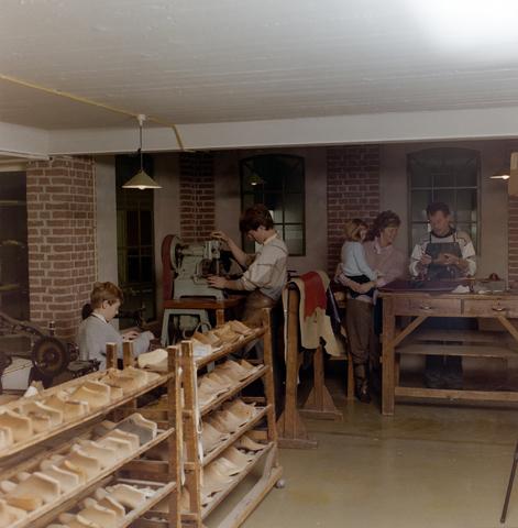 1237_012_933_003 - Leer en schoenmuseum.