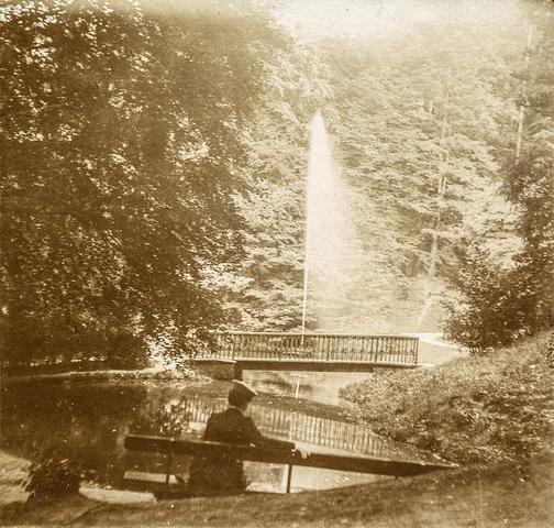 653588 - Kleefse tuinen. Fontein. (Origineel is een stereofoto.)