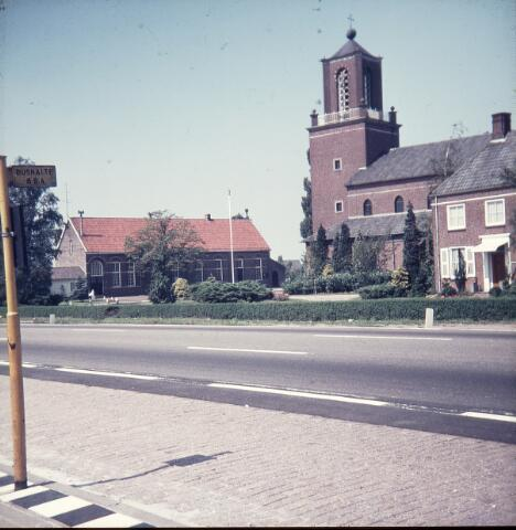 650127 - Gerardus Majellaschool, Hulten. Het oude schoolgebouw, geopend rond mei 1913.