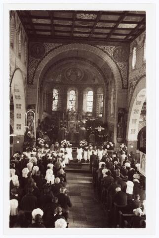 062039 - Eerste H. Mis van Denissen bij de parochiekerk van de H. Willibrordus aan de St. Willibrordstraat