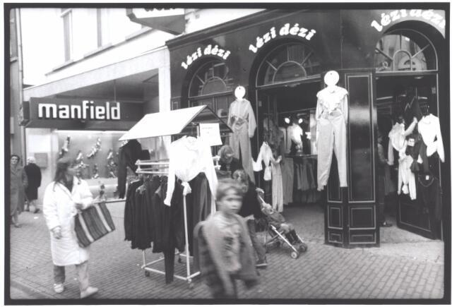 021944 - Vrijetijdskleding Lézi Dézi in de Heuvelstraat