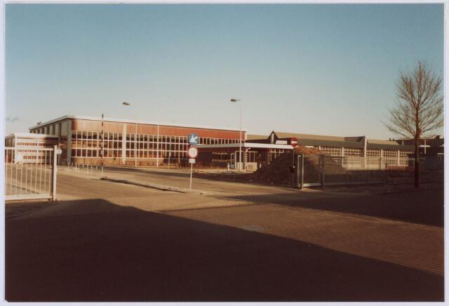 018354 - Openbaar vervoer. Garage van de BBA in een voormalig gebouw van de AaBe Wollenstoffen- en Wollendekenfabrieken aan de Fatimastraat.