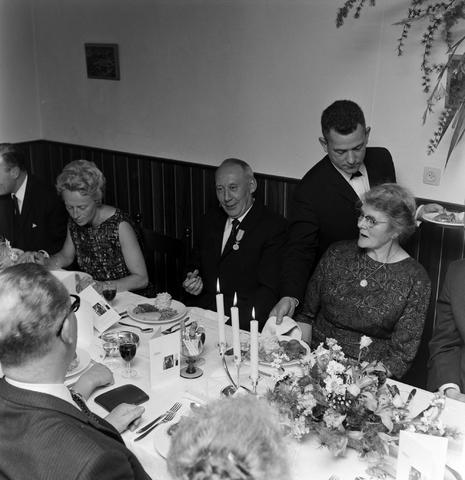 1237_012_1001_004 - Textiel. Garenfabriek . Van Besouw. Jubilarissen 1967. Diner
