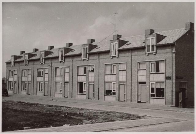 025890 - Eengezinswoningen aan de Van Limburg Stirumlaan anno 1957