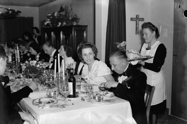 050760 - Diner t.g.v. het huwelijk van J.M. Peijnenborg-Vos.