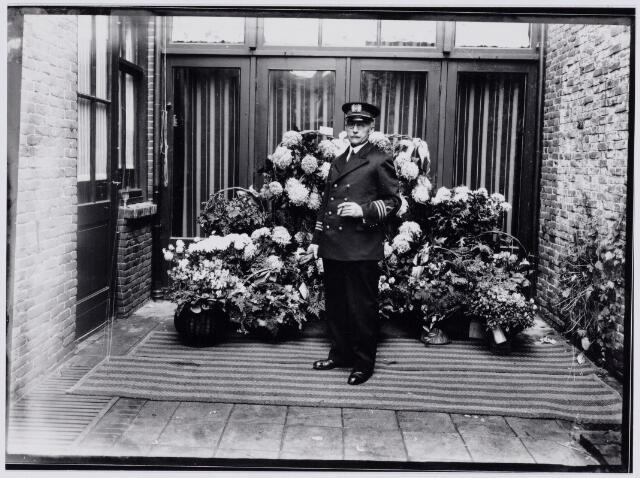 103660 - Brandweer. 25-jarig jubileum van commandant J.J. Haarselhorst (1870-1968) bij de Tilburgse brandweer.