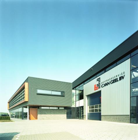 D-00407 - Architectuur. Exterieur bedrijfspand Heftruckservice C.van Geel (gebouwd door aannemersbedrijf Kruijssen)
