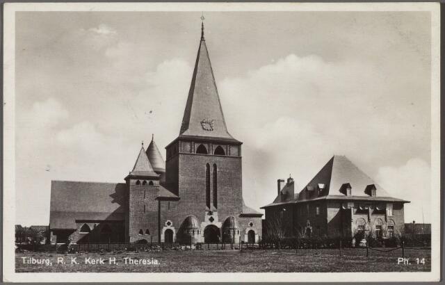 010841 - Kerk en pastorie van de parochie van de H. Theresia van het Kindje Jezus aan het Theresiaplein.