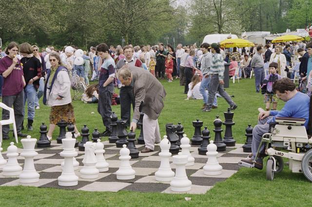 TLB023000559_003 - Viering koninginnedag in het Leijpark.
