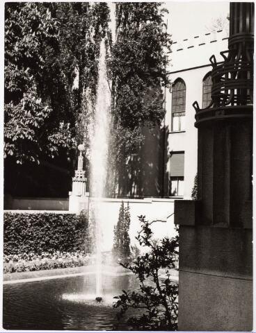 032214 - Fontein bij het Paleis-Raadhuis aan het Stadhuisplein.