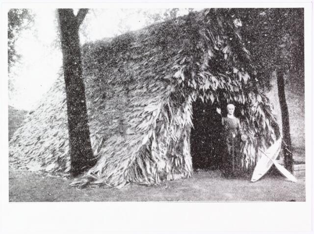 008615 - Zo werd op de missietentoonstelling in Tilburg Pater Donders ' werken voor de indianen en bosnegers' voorgesteld.