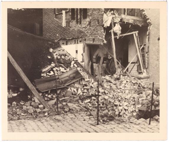 013556 - WOII; WO2; Tweede Wereldoorlog. Bombardement. Bominslag in enkele huizen in de St. Josephstraat, hoek Hoogvensestraat op 31 juli 1942