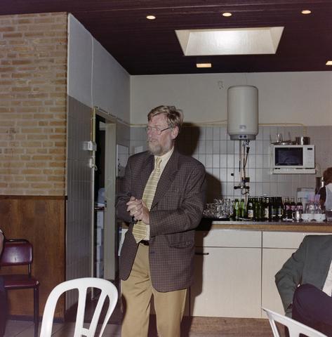 1237_001_019_005 - Toespraak bij een receptie bij de Diensten Centrale aan de Havendijk in juni 1999. Feest ter gelegenheid van de zestigste verjaardag van een vrouwelijke medewerker.