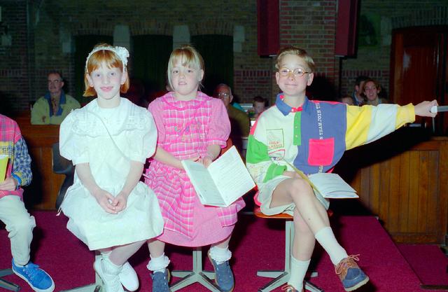 655333 - Eerste Heilige Communie viering in  de Tilburgse Sacramentskerk in de wijk Armhoef op 12 mei 1996.