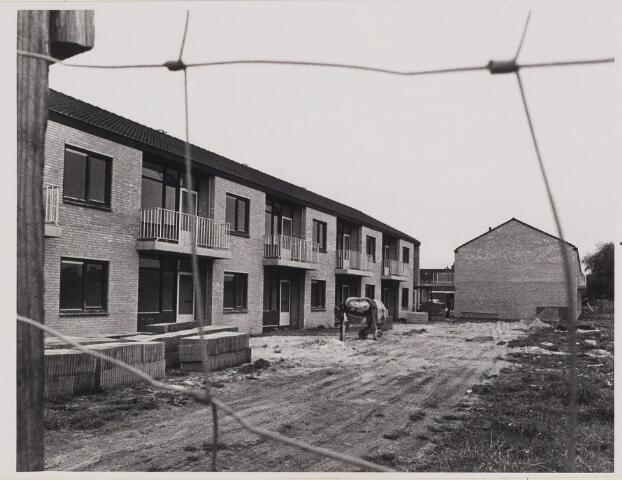 084948 - nieuwbouw Bejaardenflats Julianahof 04-11-1975
